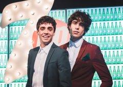 Javier Ambrossi y Javier Calvo, protagonistas de la nueva campaña de 7UP