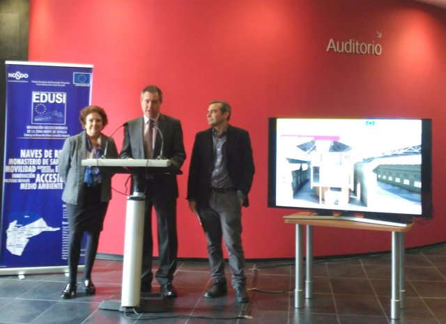 Carmen Castreño, Juan Espadas y Felipe Castro, durante la presentación