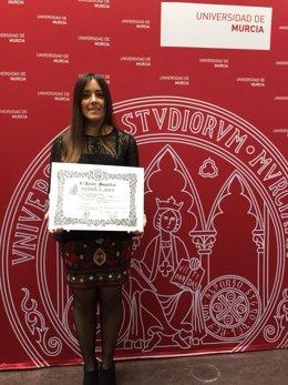 María Arnaldos recibe el premio extraordinario final de grado