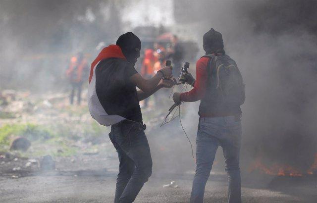 Enfrentamientos entre palestinos y fuerzas israelíes en Cisjordania
