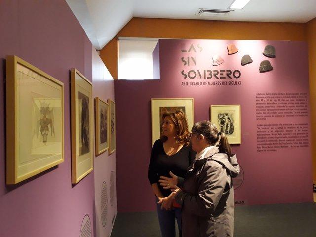 Salazar (i) en la exposición sobre Las Simbrorero.