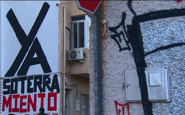Pintadas por el soterramiento en Murcia