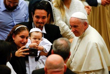 Francisco cumple 5 años de pontificado marcados por la reforma de la Curia y la crítica a la sociedad del descarte