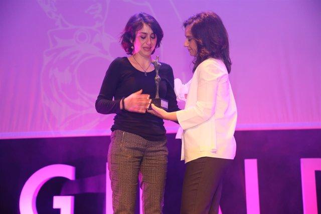 Juana Rivas recoge el Premio 8 de Marzo de manos de la alcaldesa de Getafe