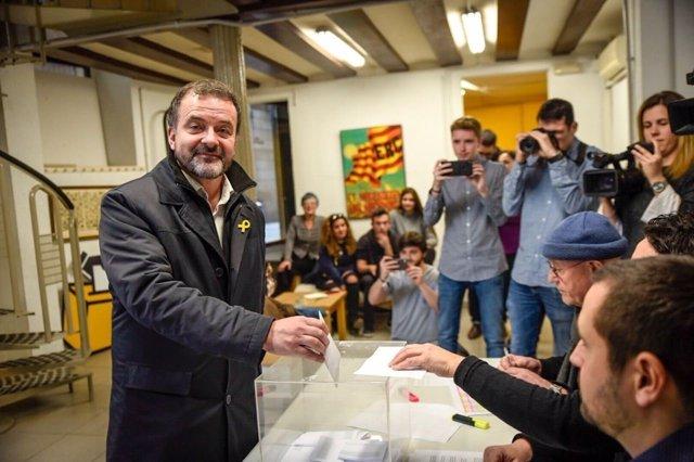 Alfred Bosch vota en las primarias de ERC para decidir alcaldable en Barcelona