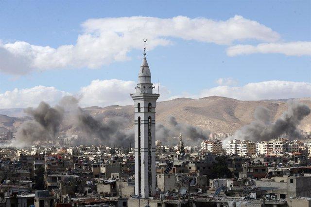 Humo en Ghuta Oriental (Damasco, Siria)
