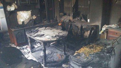 Trasladada una mujer al hospital tras originarse un incendio en su vivienda en Villamartín (Cádiz)