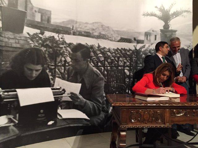 Susana Díaz inaugura la muestra 'Miguel Hernández, a plena luz'
