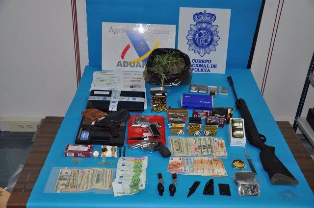 La Policía Nacional Detiene A 14 Personas Y Clausura Un Club De Alterne En Ribad