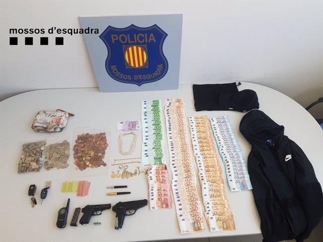 Material encontrado durante el registro al domicilio del detenido