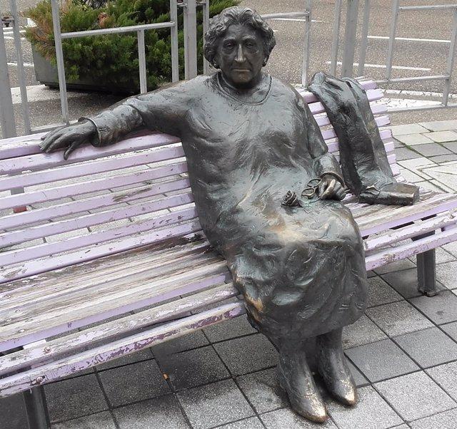 Escultura de Rosa Chacel en Valladolid