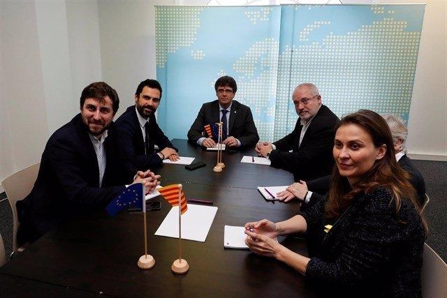 Reunión de Puigdemont y los exconsellers en Bélgica con Roger Torrent