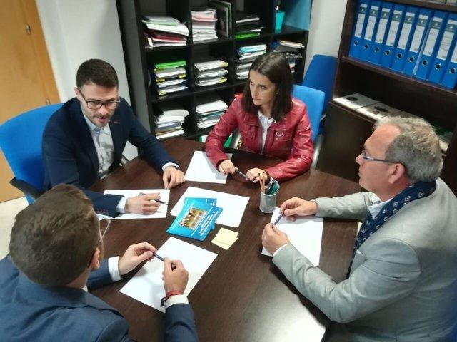 Visita de José Carlos Durán y Carmen Cuello al Centro de Mayores Joaquín Rosillo