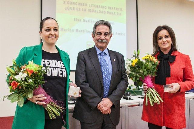De izqda a dcha, Elsa Gutiérrez, Miguel Ãngel Revilla y Marian Martínez
