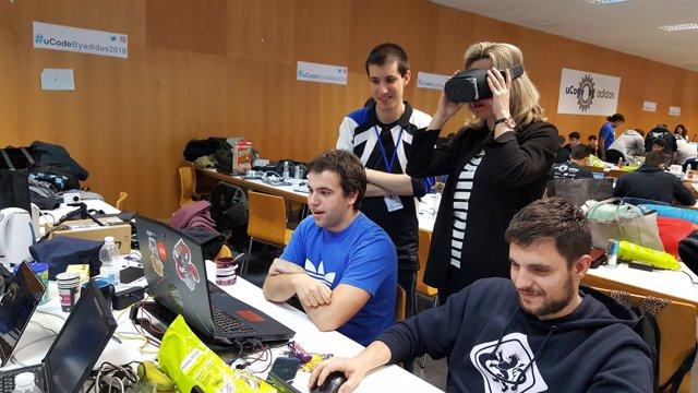 Pilar Alegría visita el hackaton de la EINA.