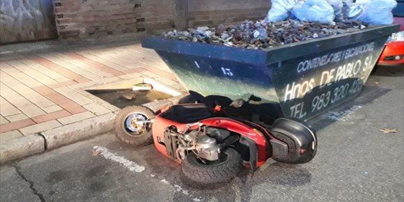 5. Detenido un joven 'despechado' en Valladolid tras tirar una moto, romper un retrovisor y agredir a un agente