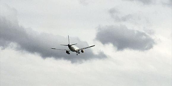 4. Los fuertes vientos obligan a cancelar dos vuelos y desviar otros seis en el aeropuerto de Bilbao