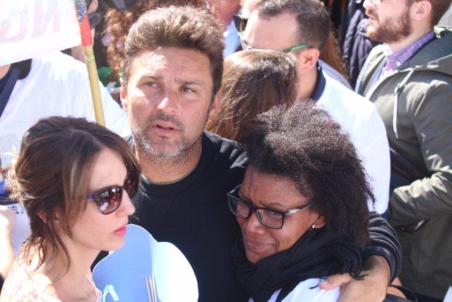 Ana Julia, pareja del padre de Gabriel Cruz, en una concentración en Almería