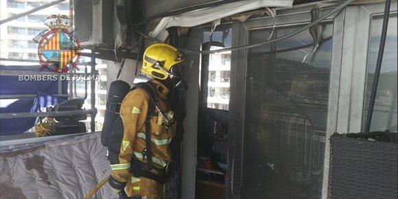 5. Extinguido un incendio en un séptimo piso en la calle Joan Miró