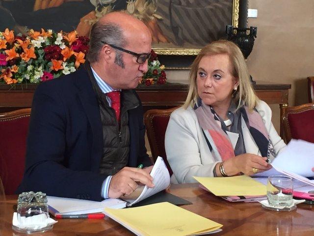 Los diputados del PP Luis Venta y Mercedes Fernández.