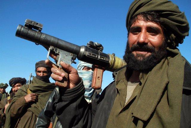 Combatientes Talibán  En Algún Lugar De Afganistán