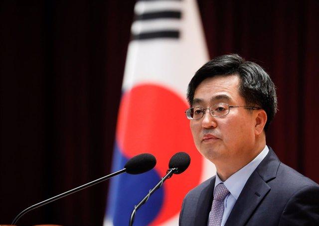 Ministro de Finanzas surcorreano, Kim Dong Yeon