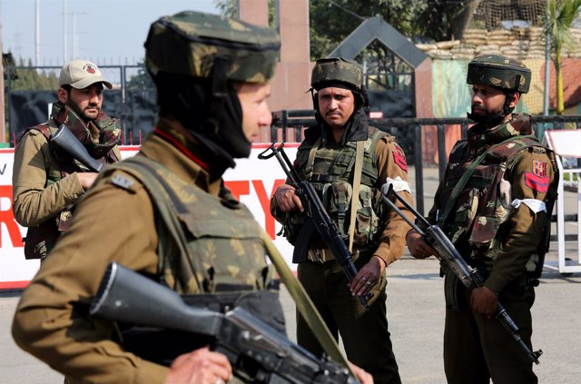 Soldados indios en el estado de Yamu y Cachemira