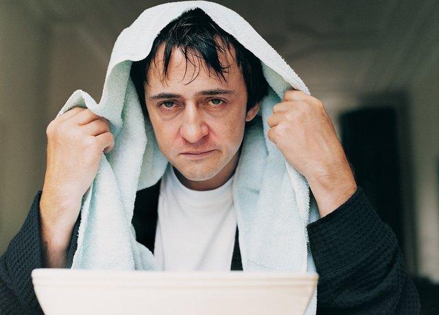 Hombre, resfriado, gripe, enfermo, hacer vahos