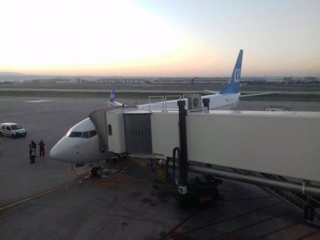 Foto de archivo de un avión en el aeropuerto de Palma