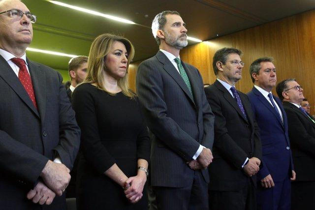 Felipe VI, Susana Díaz y Rafael Catalá guardan un minuto de silencio por Gabriel