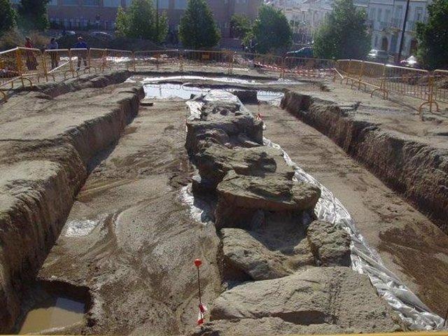 Excavaciones en el dolmen de Montelirio