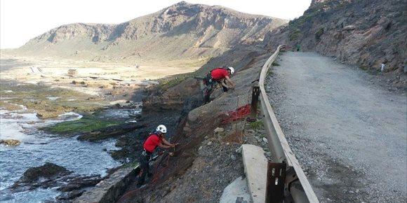 3. Reparan el talud sobre el acceso a la playa de El Confital, en Las Palmas de Gran Canaria, afectado por los temporales