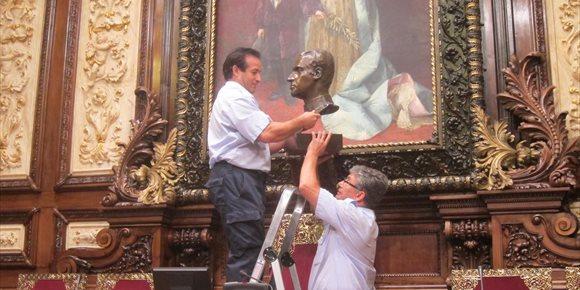 2. Una sentencia obliga al Ayuntamiento de Barcelona a volver a colocar un retrato del Rey