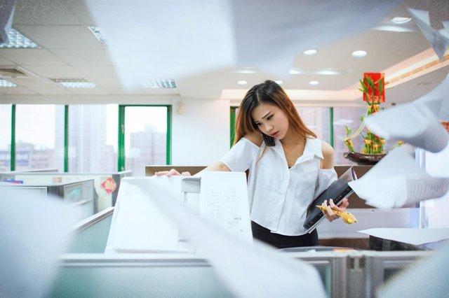 Recurso oficina ocupada ocupado agobiado agobiada oficinista trabajo estrés