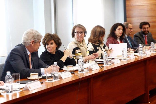 Saénz de Santamaría y Dastis en la Comisión Interministerial para el Brexit