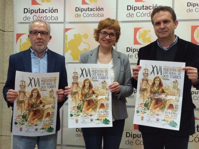 Ruz, entre Torres (dcha.) y Poyato, presenta la Muestra de Cine Rural