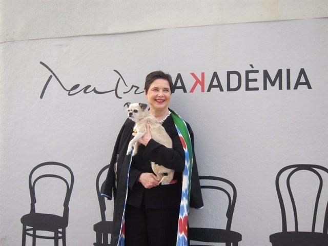 La actriz Isabella Rossellini con su perro