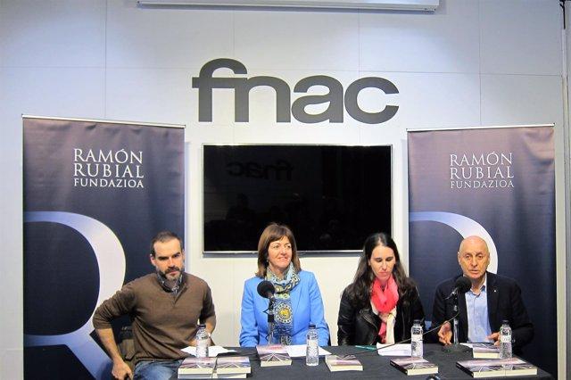 Gaizka Fernández, Idoia Mendia, Sara García y Rodolfo Ares