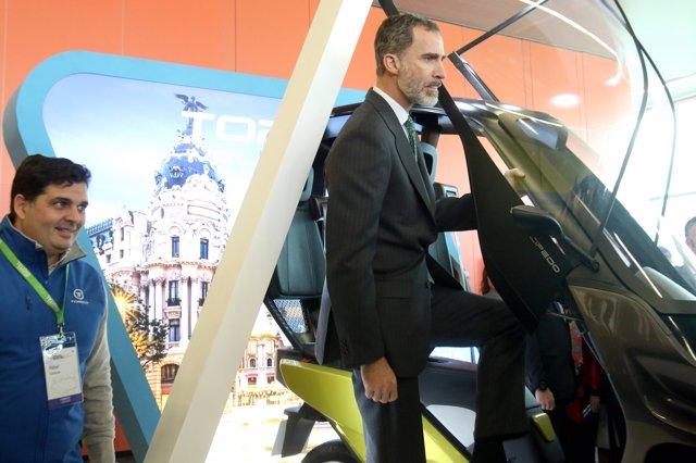 Felipe VI visita el expositor de Torrot en Andalucía Digital Week