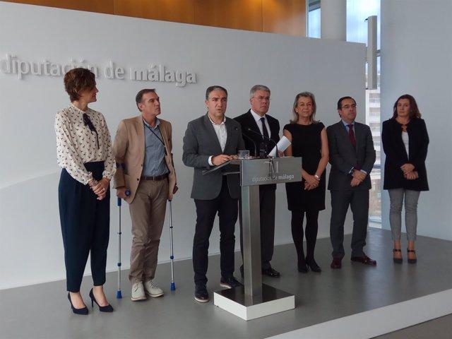Elías Bendodo presidente Diputación con secretario de Estado Fernández de Moya