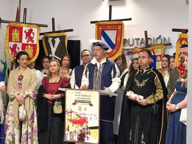 El alcalde de Palos, Carmelo Romero, presenta la Feria Medieval.