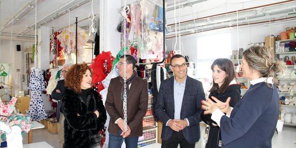 9. Diputación impulsa el sector de la moda flamenca en la provincia a través de la campaña 'Que sea de Huelva'