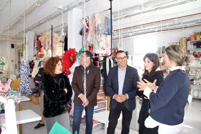 El presidente de la Diputación de Huelva, Ignacio Caraballo, en el taller Ajolí.