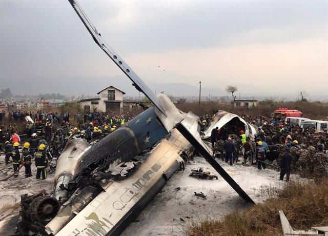 Avión estrellado en el aeropuerto de Katmandú (Nepal)