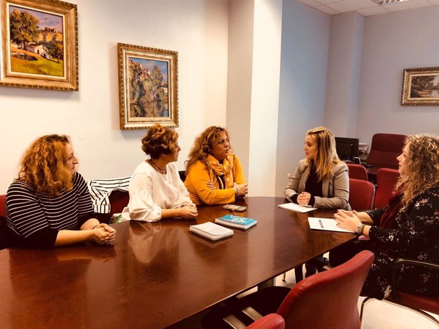 La alcaldesa de Alcalá de Guadaíra, Ana Isabel Jiménez, se reune con Fakali