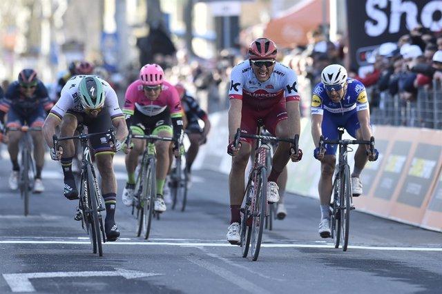 Kittel bate a Sagan en el sprint final