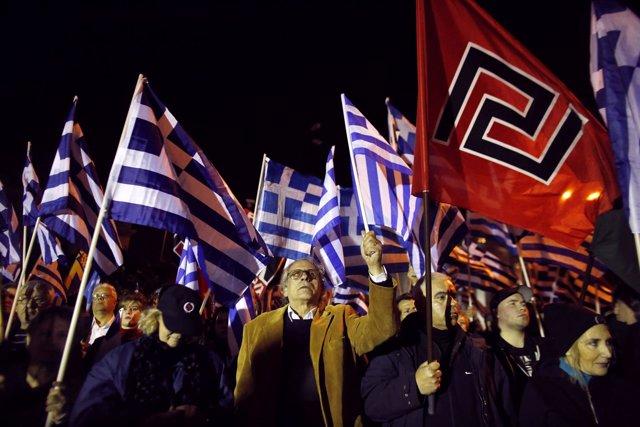 Simpatizantes del grupo neonazi griego Amanecer Dorado