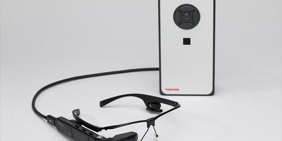 7. Toshiba presenta dynaEdge DE-100, un 'wearable' con gafas de realidad asistida y Windows 10