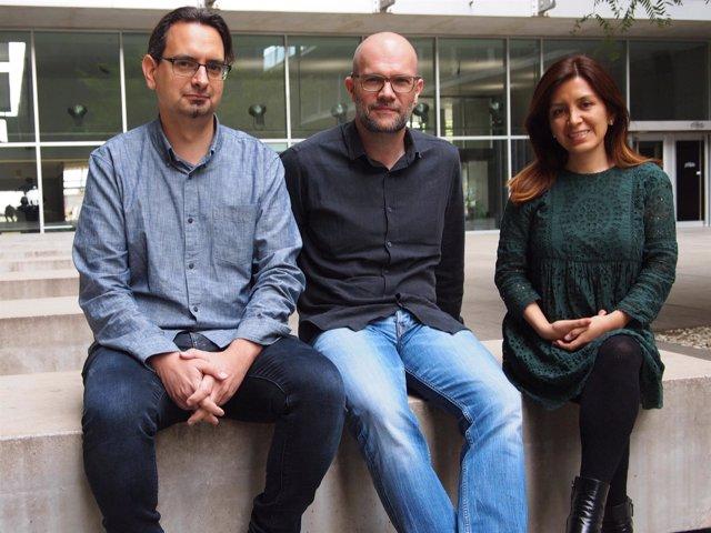 Los investigadores Israel Fernández, Jordi Jiménez y Caty Carrera