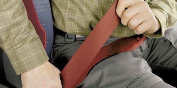 2. Tráfico inicia una campaña de vigilancia del uso del cinturón de seguridad y sistemas de retención infantil